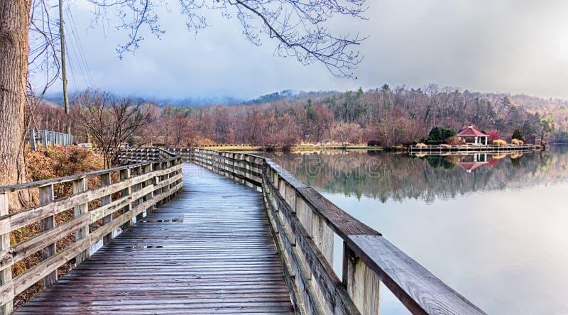 Природа вокруг утеса печной трубы прикормом озера и рождественского гимна обширного реки северного стоковые фотографии rf