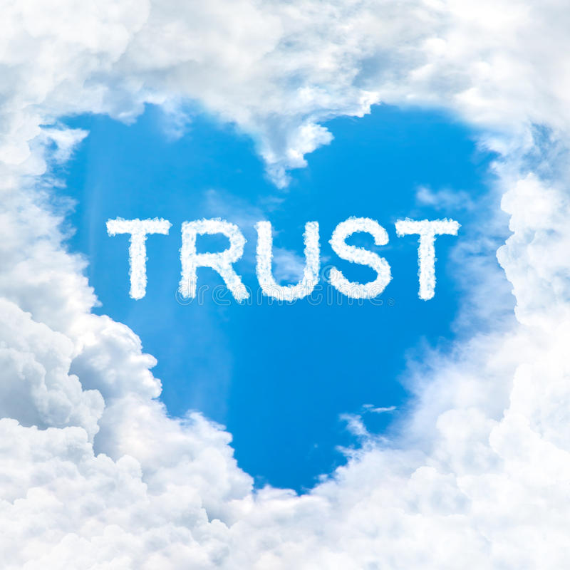Природа слова доверия на голубом небе стоковые фотографии rf