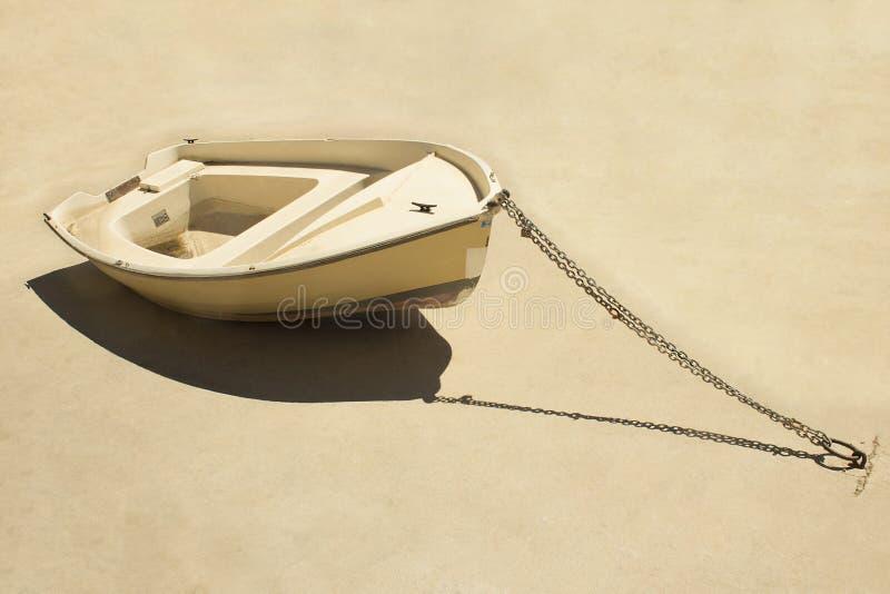 Приставанная к берегу шлюпка стоковое изображение rf