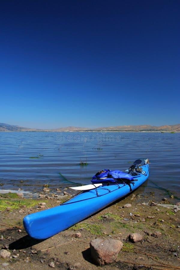 приставанный к берегу kayak стоковое изображение