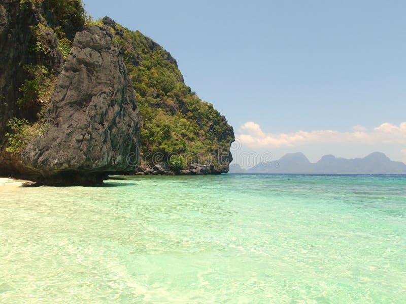 пристаньте белизну к берегу песка острова стоковые фото