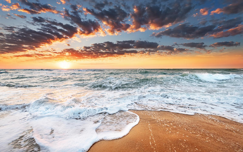 пристаньте восход солнца к берегу стоковое изображение rf
