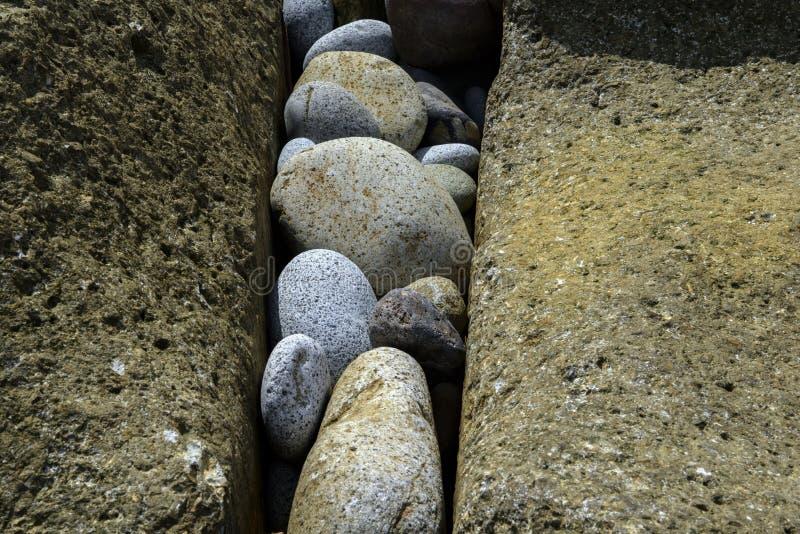 пристаньте камушки к берегу стоковое изображение rf