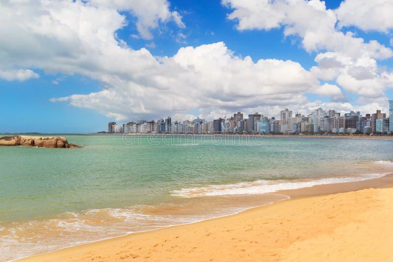 Пристаньте Косту к берегу da Прая, песок, море, голубое небо, Vila Velha, Espirito стоковая фотография