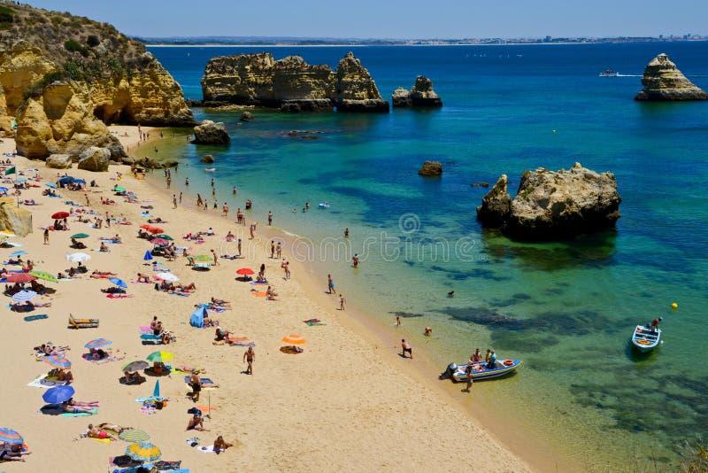 Пристаньте к берегу около Armacao de Pera, Алгарве, Португалии стоковое изображение rf
