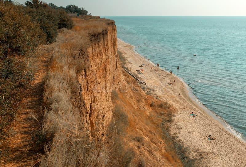 пристаньте прибой к берегу лета камней песка Кипра свободного полета среднеземноморской стоковые фотографии rf