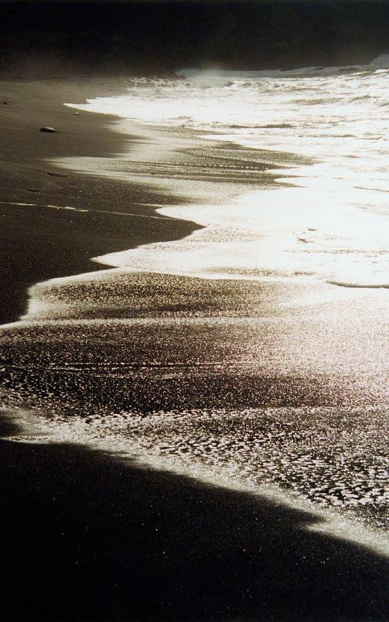 пристаньте черную лаву к берегу стоковые фотографии rf