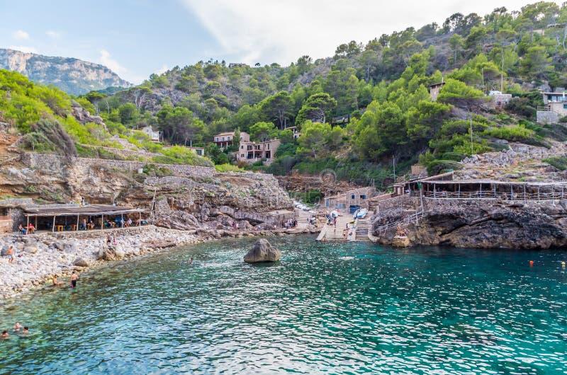 Пристаньте Cala к берегу Deia на побережье Мальорки, Baleares, Испании стоковые изображения rf