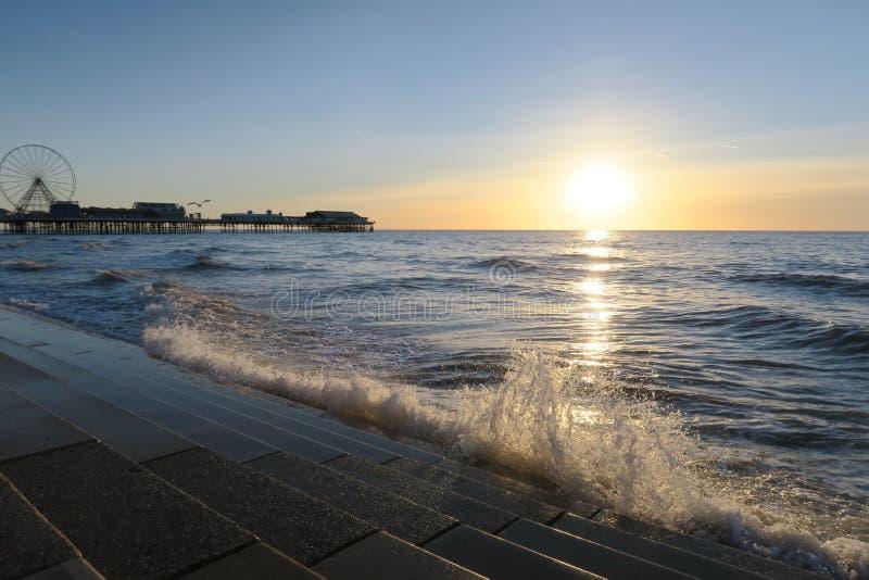 Пристань Блэкпула центральная, заход солнца стоковая фотография