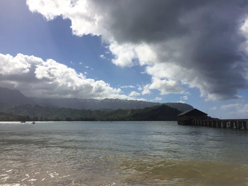 Пристань в заливе Hanalei на острове Кауаи, Гаваи стоковые изображения rf
