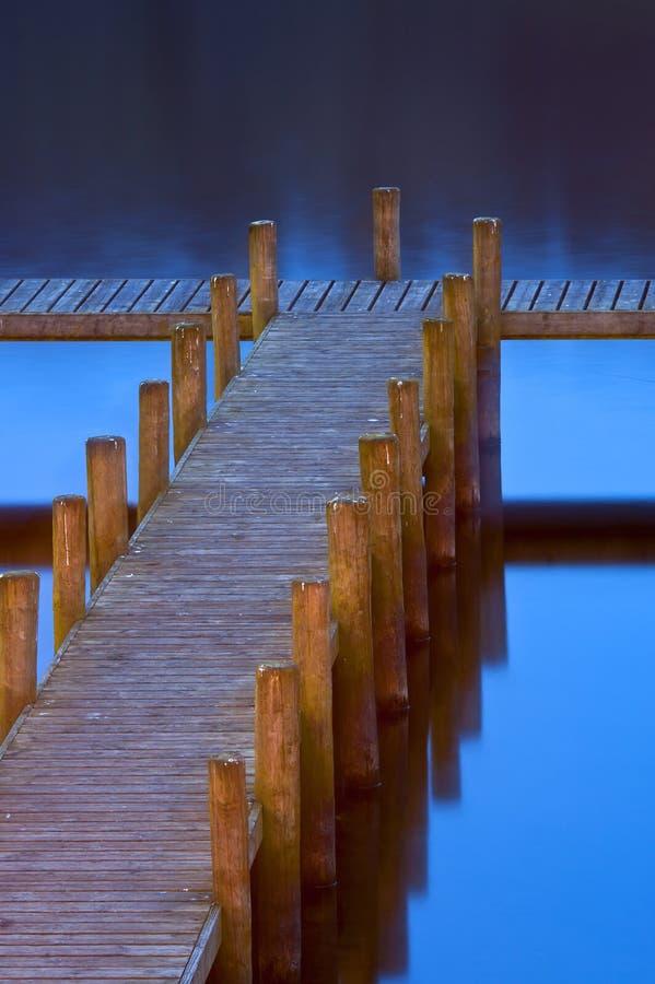 Пристань в синь стоковая фотография