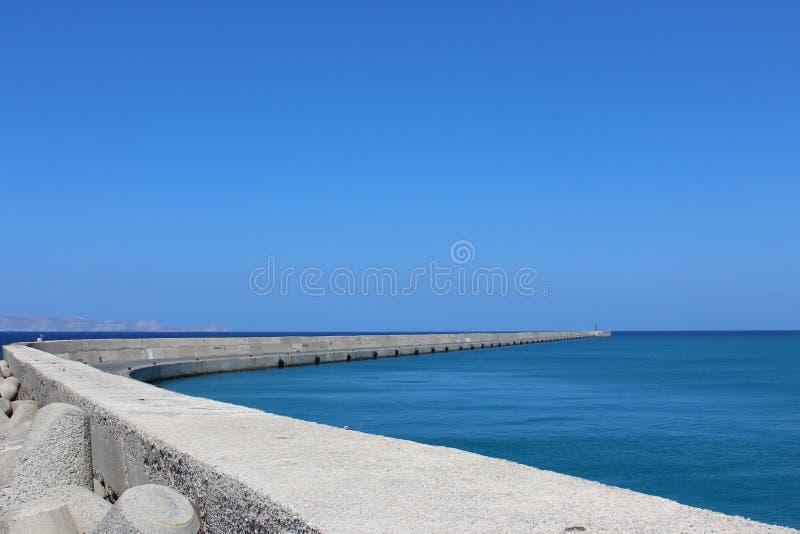 Пристань и море стоковая фотография rf