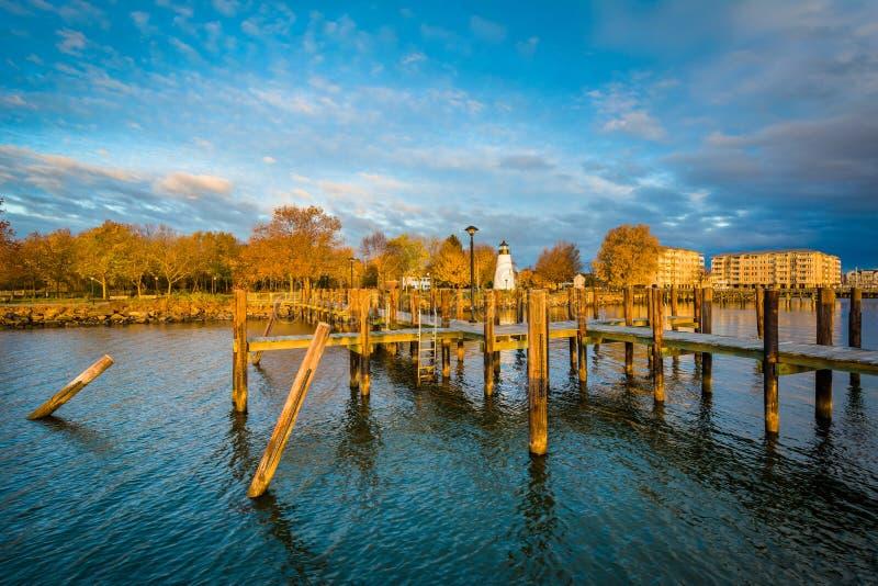 Пристань и согласие указывают маяк в Гавре de Грейсе, Мэриленде стоковые изображения rf