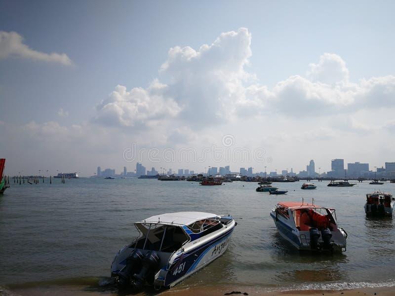 Пристань к Koh Larn в Паттайя, Таиланде стоковые фотографии rf