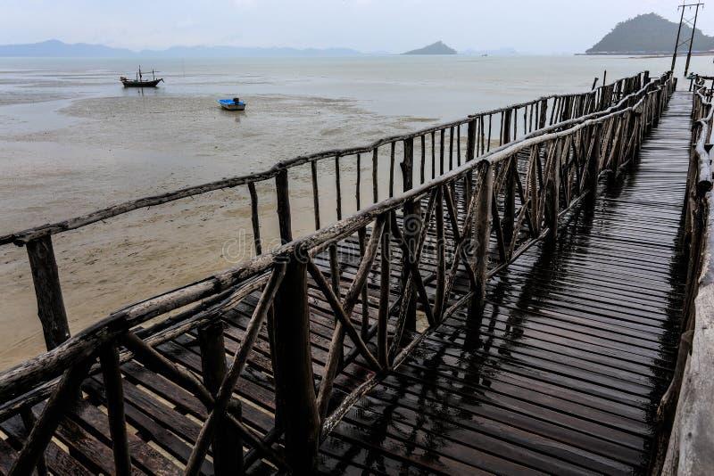 Пристань моста на Gulf of Thailand стоковое фото rf