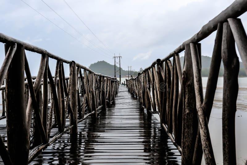Пристань моста на Gulf of Thailand стоковое изображение