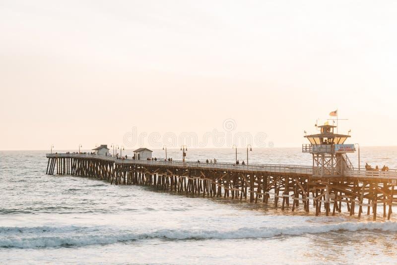 Пристань на заходе солнца, в San Clemente, округ Орандж, Калифорния стоковое фото rf