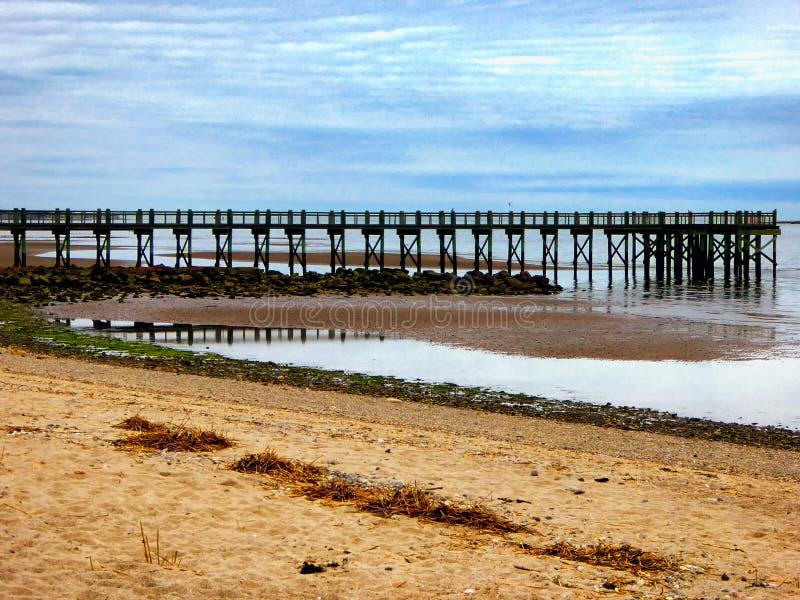 Пристань на пляже грецкого ореха стоковые фотографии rf