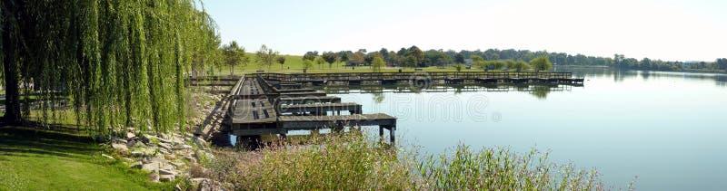 пристань озера деревянная стоковое фото rf