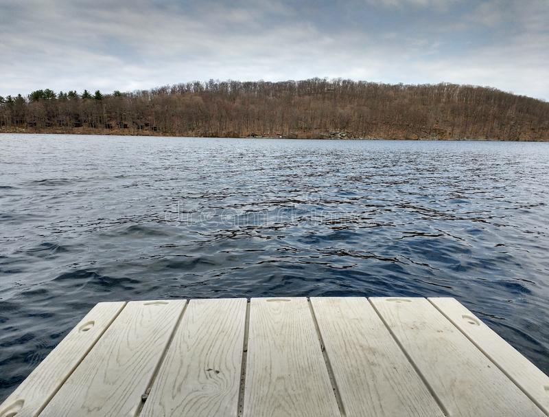 Пристань, озеро Sebago, парк штата Harriman, NY, США стоковое фото rf