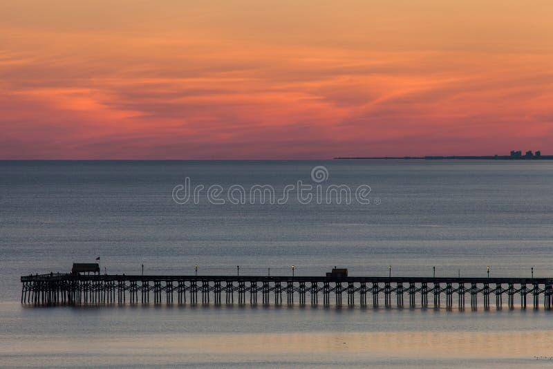 Пристань океана на заходе солнца стоковые фотографии rf