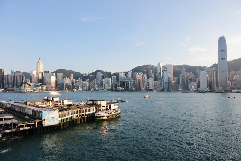 Пристань парома звезды Tsim Sha Tsui с голубым небом в hk стоковая фотография rf