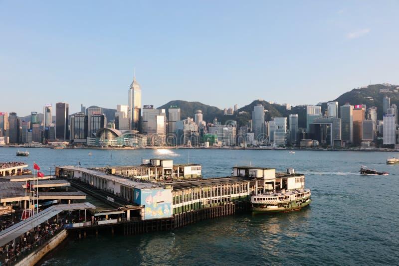 Пристань парома звезды Tsim Sha Tsui с голубым небом в hk стоковые изображения rf
