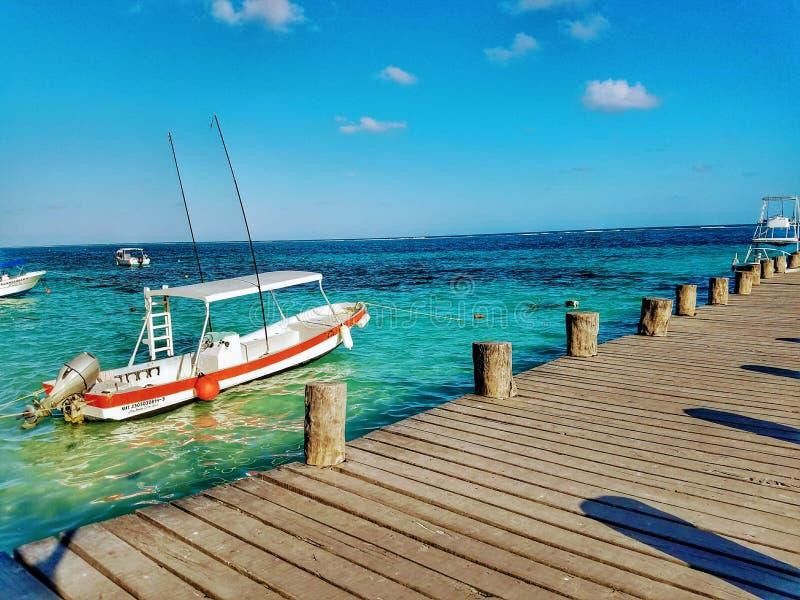 Пристань пляжа Puerto Morelos стоковое изображение rf