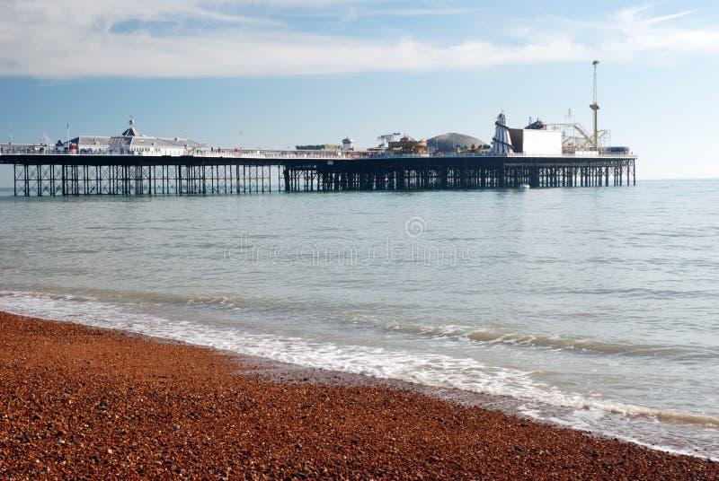 Download пристань brighton стоковое изображение. изображение насчитывающей coast - 6851097