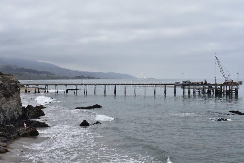 Пристань Carpinteria Калифорния масла Шеврона, 1 стоковые фото