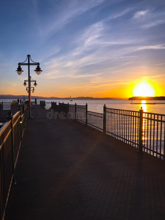 Пристань Champlain озера на заходе солнца стоковая фотография