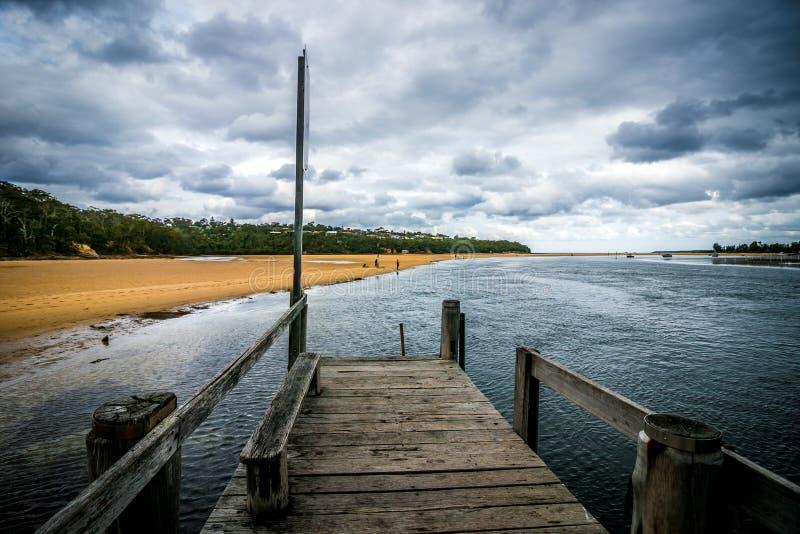 Пристань Merimbula - малая вода стоковое фото