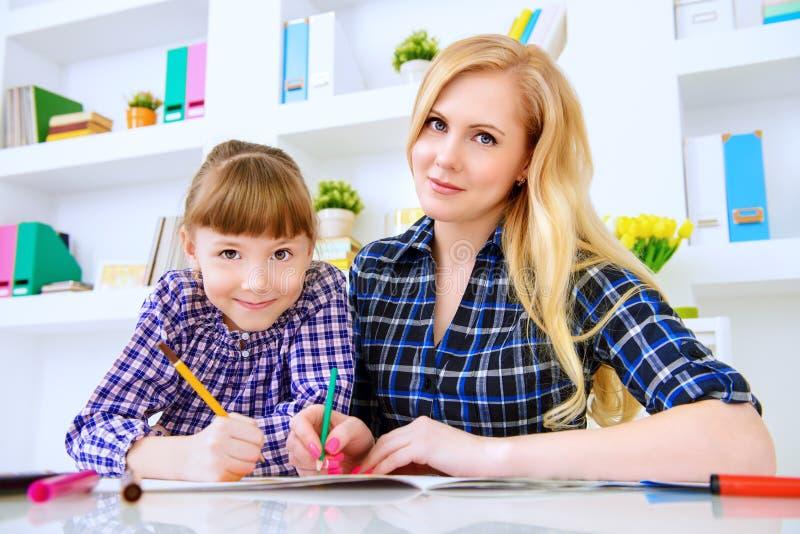Притяжка вместе с дочерью стоковые изображения rf