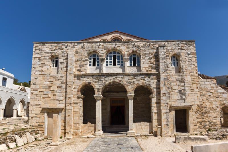 Прифронтовой взгляд церков Panagia Ekatontapiliani в Parikia, острове Paros, Греции стоковые фотографии rf