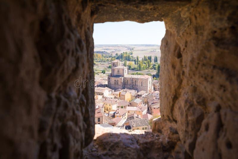 Приход Санта-Ана в Penaranda de Duero обрамленном в камне стоковые изображения