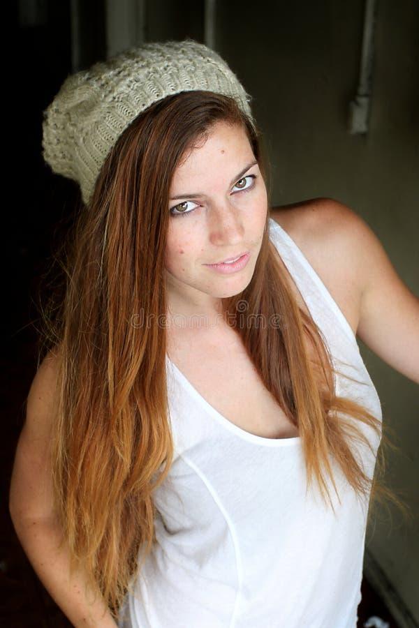 Прихожая молодой женщины стоковое изображение rf