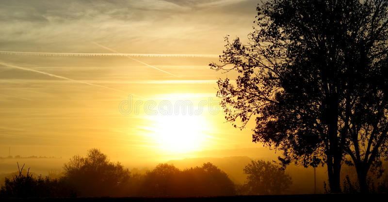 приходит здесь солнце стоковые изображения