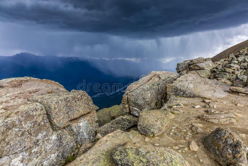 Причаливая шторм на верхней части горы - яшма NP, Канада стоковое изображение