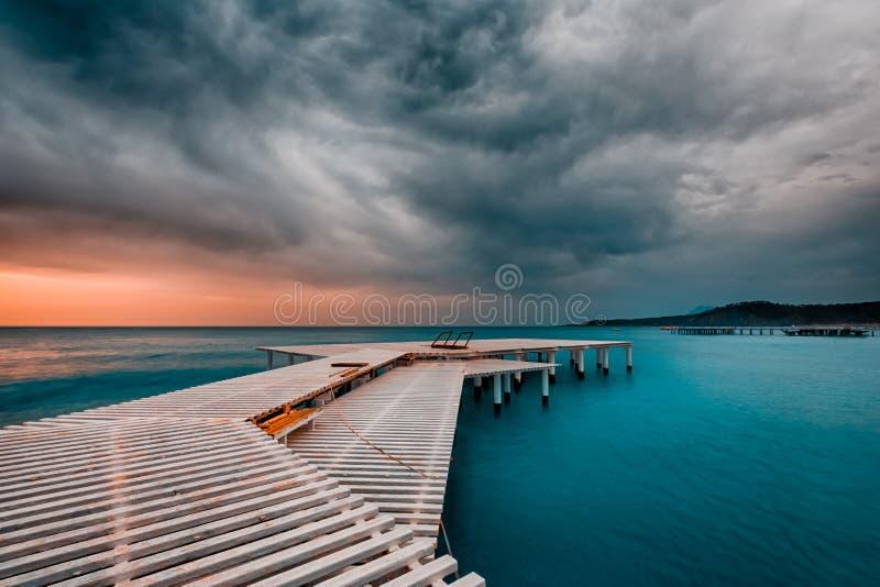 Причаливая шторм на море стоковые изображения rf