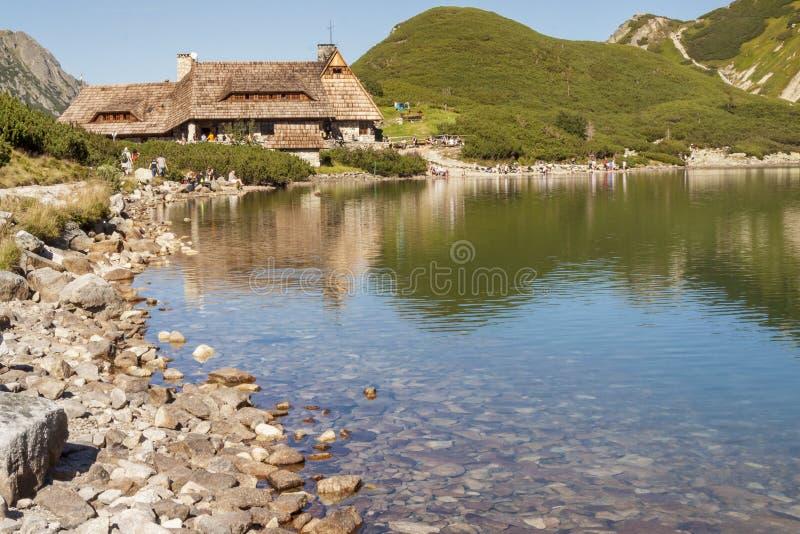 Приютите в долине 5 озер - горах Tatra. стоковые фотографии rf