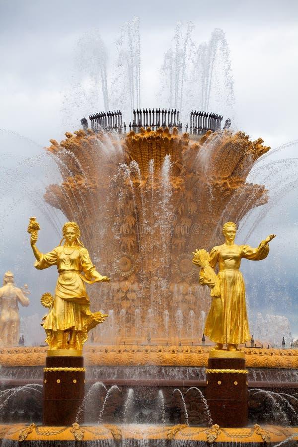 Приятельство фонтана наций или люди СССР, выставка достижений народного хозяйства VDNKh в Москве, России стоковое изображение