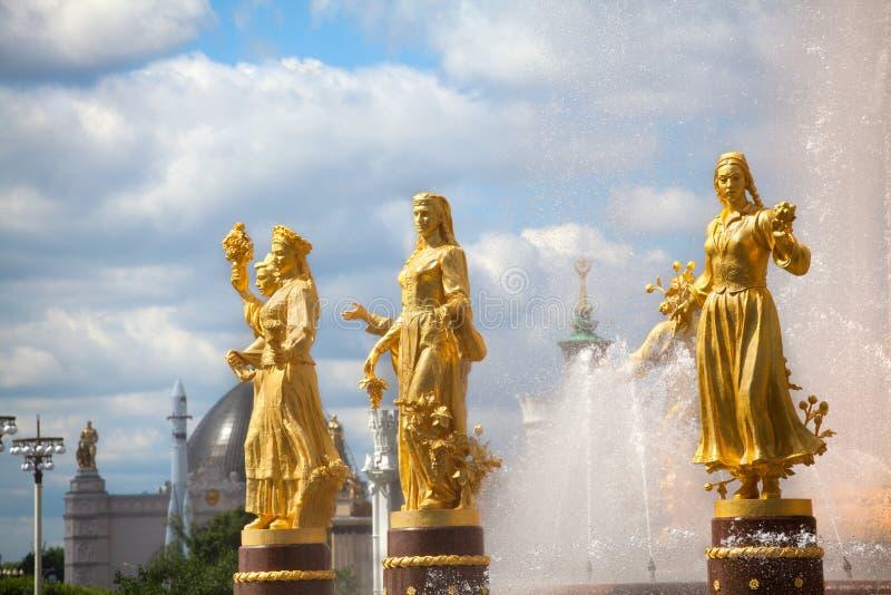Приятельство фонтана наций или люди СССР, выставка достижений народного хозяйства VDNKh в Москве, России стоковая фотография