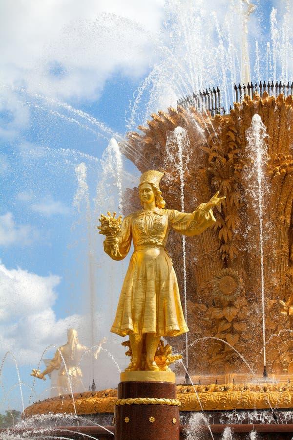 Приятельство фонтана наций СССР или дружбы народов СССР, выставки достижений народного хозяйства стоковые изображения