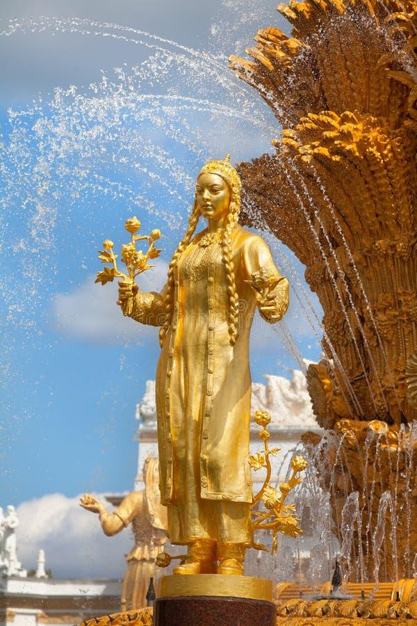 Приятельство фонтана наций СССР или дружбы народов СССР, выставки достижений народного хозяйства стоковая фотография