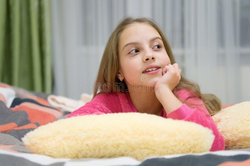 Приятная релаксация времени Психические здоровья и позитивность Свободные направленные сценарии раздумья и релаксации для детей д стоковое изображение