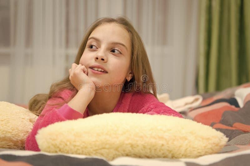 Приятная релаксация времени Психические здоровья и позитивность Свободные направленные сценарии раздумья и релаксации для детей E стоковые фотографии rf