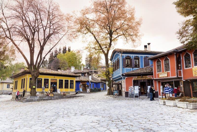 Придайте квадратную форму в центре города возрождения Koprivshtitza стоковые фотографии rf