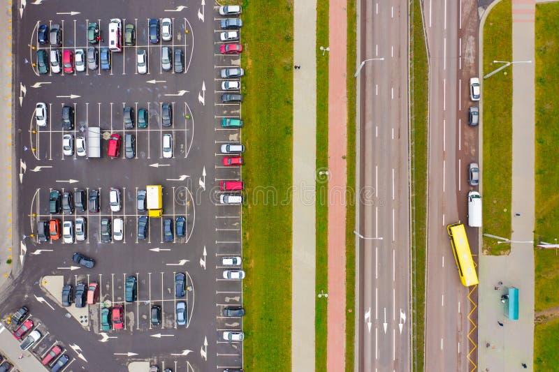 Проблема автостоянки в больших городах вид с воздуха стоковые изображения