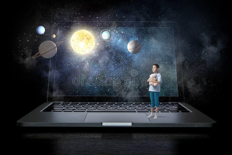 Проблема наркомании интернета детей Мультимедиа стоковое изображение rf