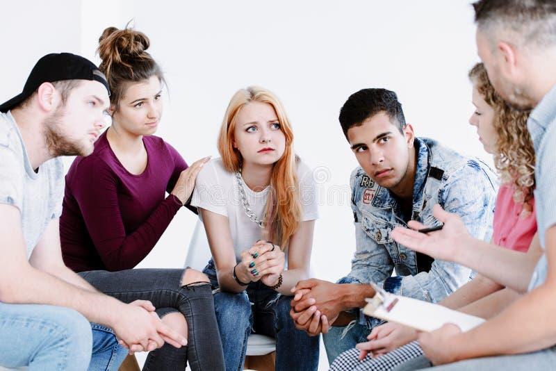 Проблемные подростки и советник наведения стоковая фотография rf